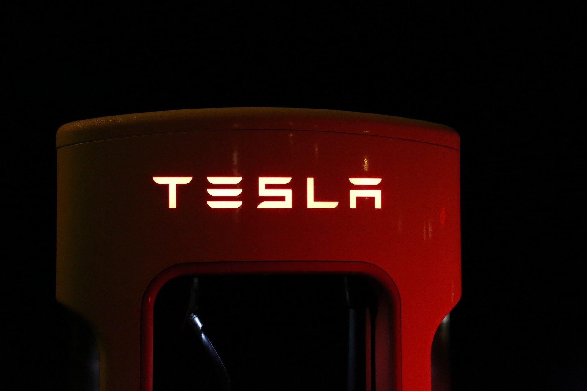 2021 in Tesla Aktien investieren